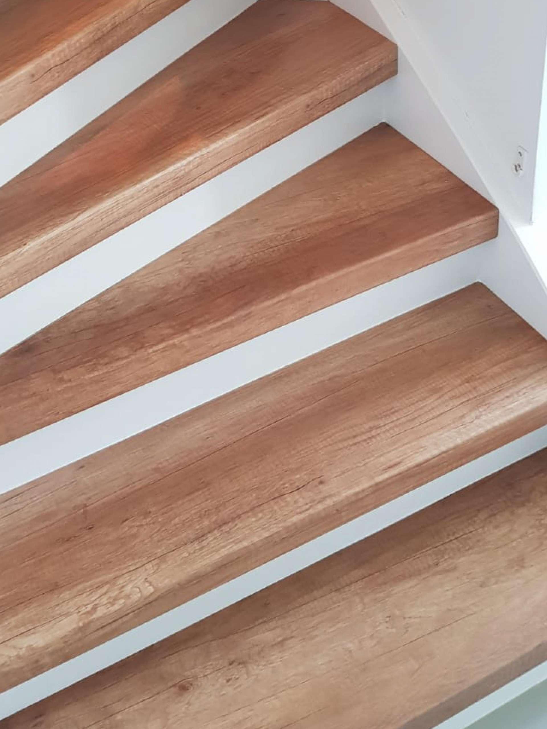 HPL laminaat overzettreden zijn een perfecte oplossing voor design trappen