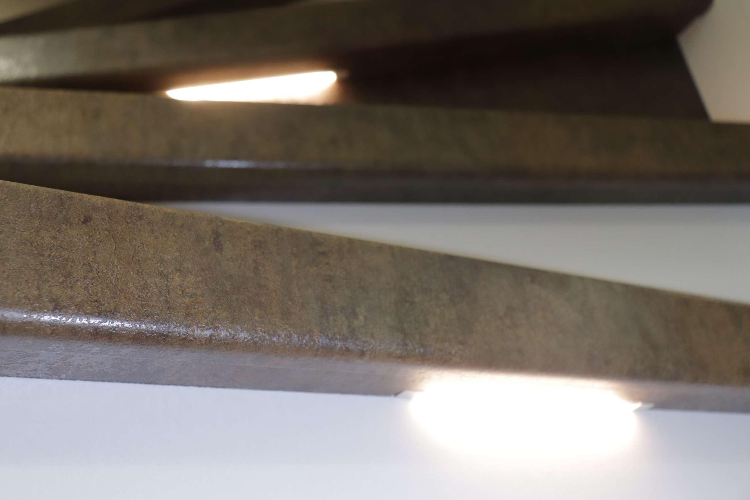 Traprenovatie wordt pas echt stralend met weggewerkte led verlichting onder de tredens